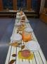 Der herbstlich geschmückte und gedeckte Tisch